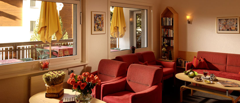 Hotel Park, Saas-Fee, Switzerland - Lounge area.jpg